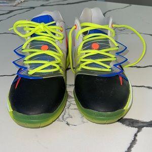 Like new boys Nike Hightop Sneaker Sz 5
